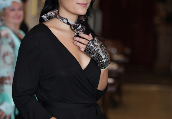 Fingerless faux leather all occasions